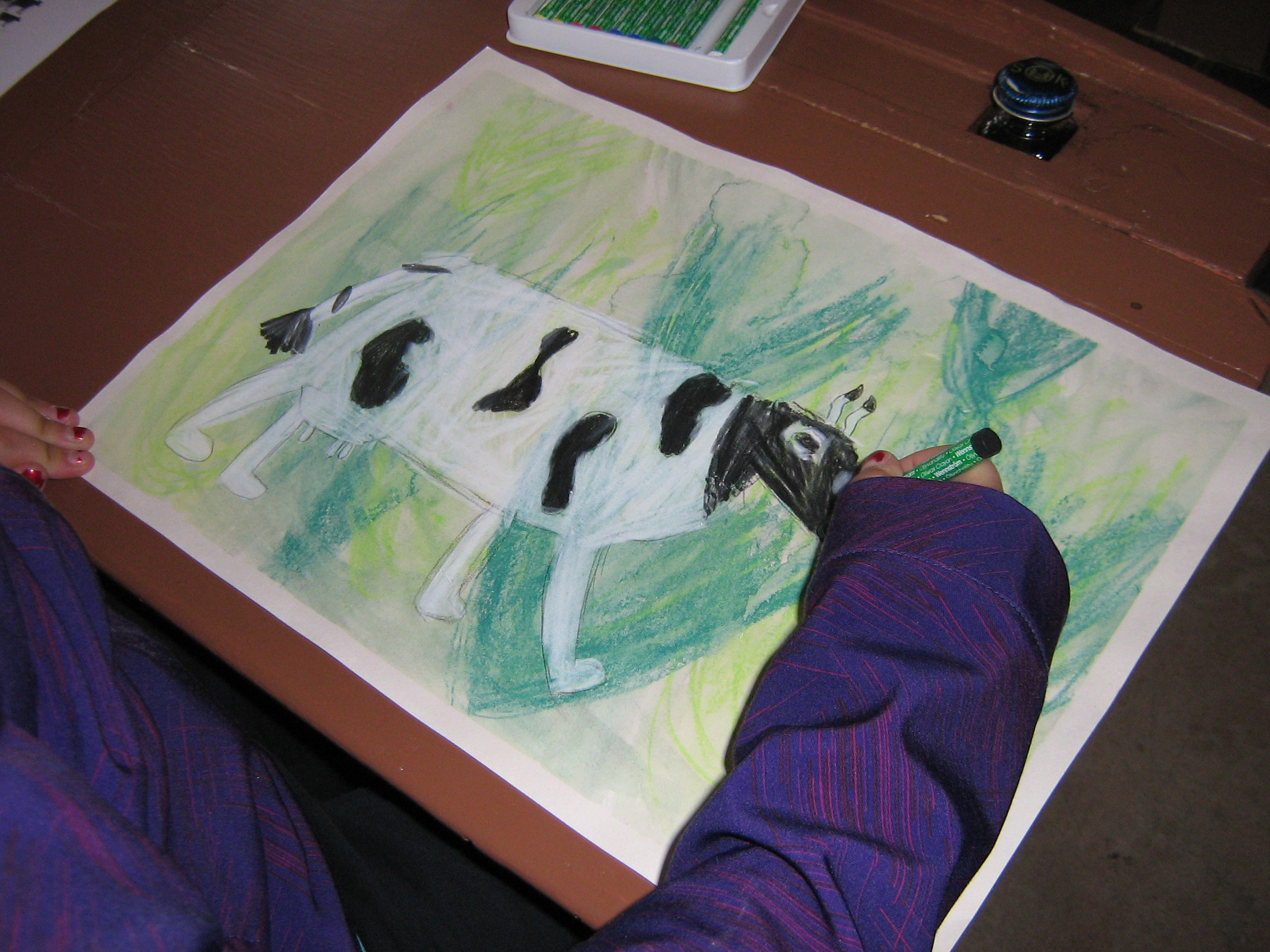Lapset piirtävät lehmän